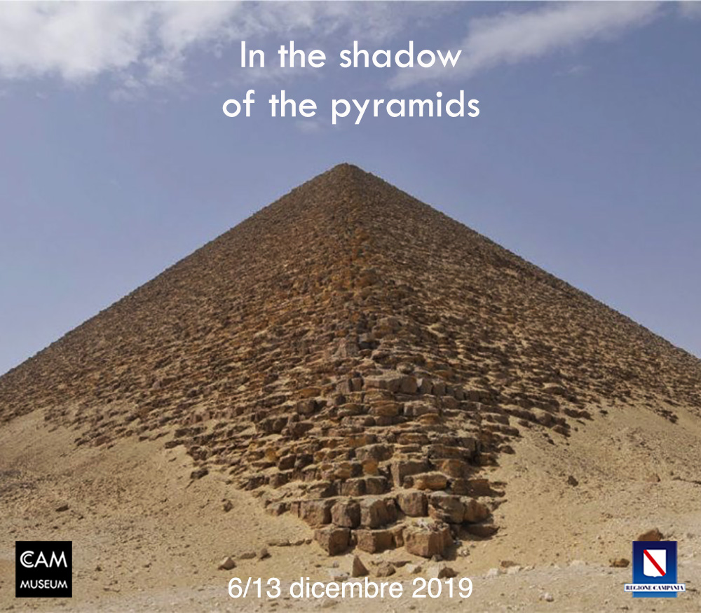 (Italiano) In the shadow of the pyramids